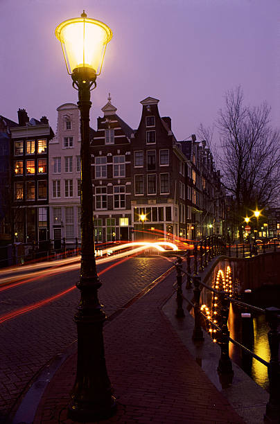 Long Exposure Shot of Traffic Crossing a Bridge in Amsterdam at Night:スマホ壁紙(壁紙.com)