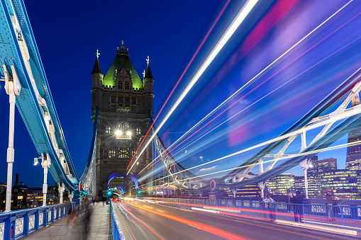 Central London「Long exposure shot of the Tower Bridge with a London's iconic red bus.」:スマホ壁紙(17)