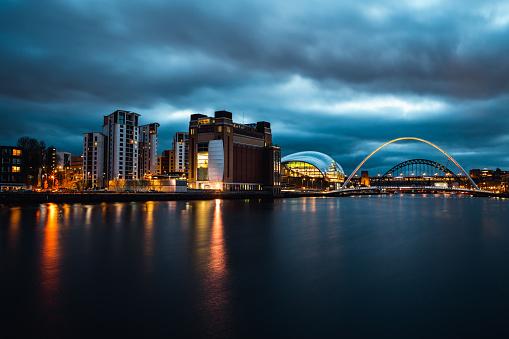 Street Style「Long Exposure of the Gateshead Millennium Bridge and Tyne Bride」:スマホ壁紙(13)