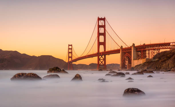 long exposure Marshall's Beach and Golden Gate Bridge in San Francisco California at sunset:スマホ壁紙(壁紙.com)