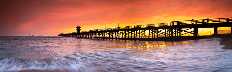 Wave「Long exposure panorama of waves and pier at seal Beach, Orange County, California, USA」:スマホ壁紙(7)
