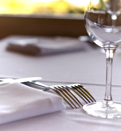 Place Setting「Fine Dining Restaurant Dinner Table Place Setting, Napkin & Wineglass」:スマホ壁紙(7)