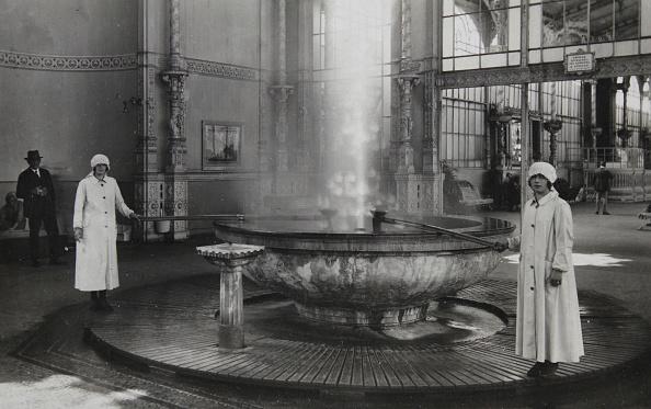 Health Spa「Carlsbad. Soda. 1935. Photograph.」:写真・画像(1)[壁紙.com]