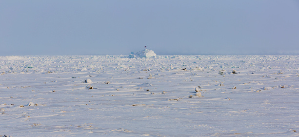 Igloo「Panorama view of frozen sea ice with an igloo in the background, Barrow, North Slope, Arctic Alaska, Winter」:スマホ壁紙(18)
