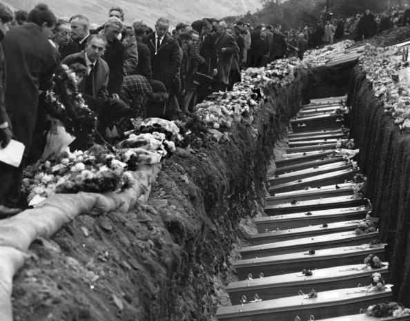 Accidents and Disasters「Aberfan Funeral」:写真・画像(10)[壁紙.com]