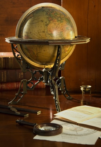 19th Century「Old fashioned globe in stand on table」:スマホ壁紙(5)