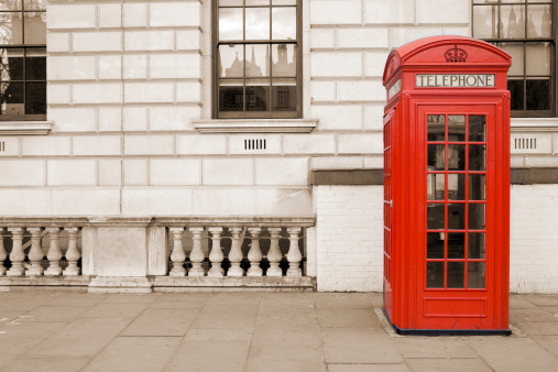 Sepia Toned「Old fashioned UK red telephone box on Whitehall, London」:スマホ壁紙(10)