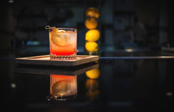 Old Fashioned on The Bar:スマホ壁紙(壁紙.com)
