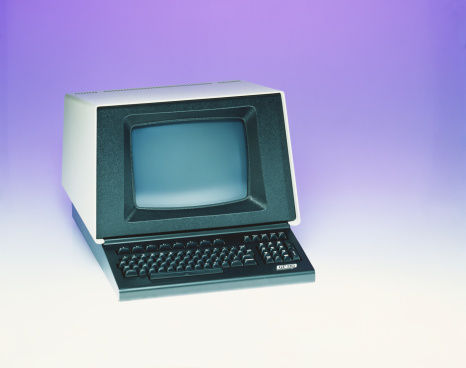 1980「Old fashioned computer against purple background, close-up」:スマホ壁紙(17)