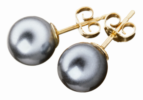 Earring「A pair of black pearl and gold earrings」:スマホ壁紙(17)
