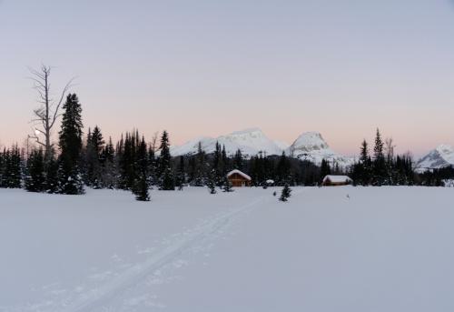 Mt Assiniboine「Canada, British Columbia, Mt Assiniboine lodge under deep winter snow」:スマホ壁紙(17)