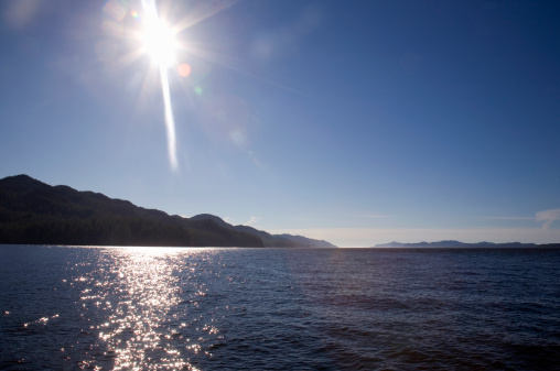 写真「Canada, British Columbia, sun shining on Pacific Ocean at Johnstone Strait」:スマホ壁紙(19)