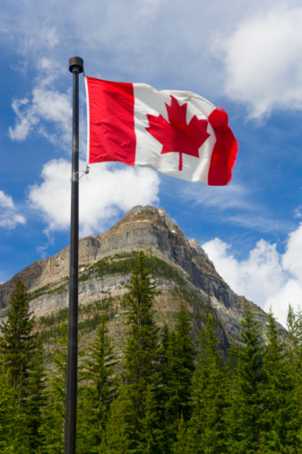Yoho National Park「Canada, British Columbia, Yoho National Park, flag in foreground」:スマホ壁紙(19)