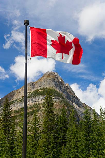 Canada, British Columbia, Yoho National Park, flag in foreground:スマホ壁紙(壁紙.com)