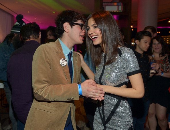 Brown Jacket「Victoria Justice Celebrates Her 20th Birthday With vitaminwater And TWISTER Rave」:写真・画像(10)[壁紙.com]