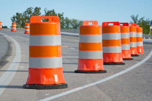 Road Construction「Orange barrels used in highway maintenance construction」:スマホ壁紙(8)
