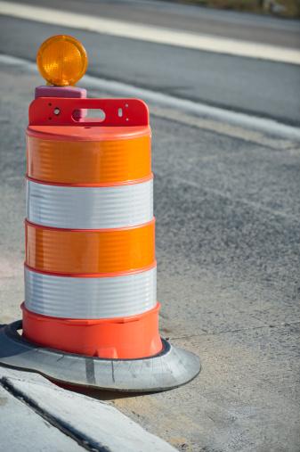 Road Construction「Orange Barrel Along Highway Repair and Construction Zone」:スマホ壁紙(19)