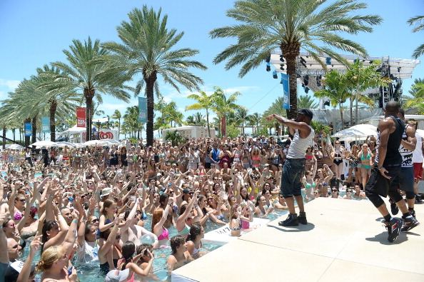 Gustavo Caballero「iHeartRadio Ultimate Pool Party Presented By VISIT FLORIDA At Fontainebleau's BleauLive - Pool Stage Show」:写真・画像(8)[壁紙.com]