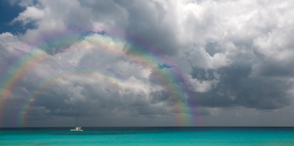 虹「二重の虹と熱帯性暴風雨に移動」:スマホ壁紙(8)