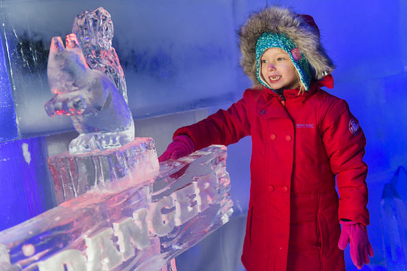 Ice Sculpture「The Magical Ice Kingdom At Hyde Park Winter Wonderland 2015」:写真・画像(4)[壁紙.com]