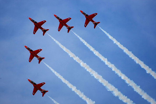 Sky「Historic New Red Arrows Line Up Is Revealed With Their First Female Pilot」:写真・画像(13)[壁紙.com]