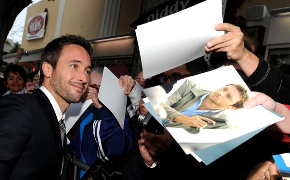 "Alex O'Loughlin「Premiere Of CBS Films' ""The Back-up Plan"" - Arrivals」:写真・画像(1)[壁紙.com]"