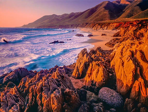 Big Sur sunset seascape of California coastline,rocky,beach (P):スマホ壁紙(壁紙.com)