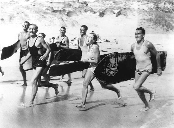 サーフィン「Surfers Running」:写真・画像(5)[壁紙.com]