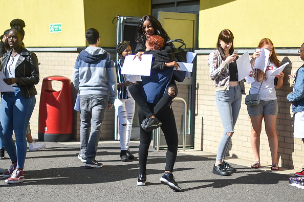 Day「UK School Pupils Receive Their GCSE Results」:写真・画像(12)[壁紙.com]
