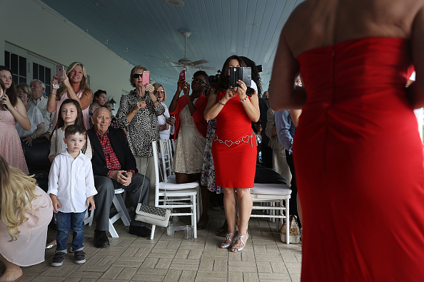 West Palm Beach「Mass Wedding Ceremony Held For 40 Couples In West Palm Beach」:写真・画像(12)[壁紙.com]