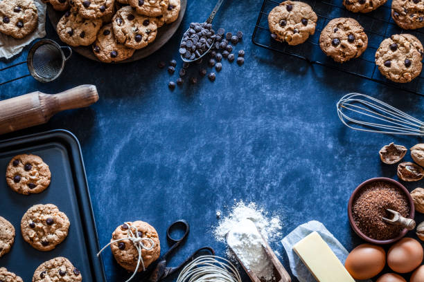 Preparing chocolate chip cookies:スマホ壁紙(壁紙.com)