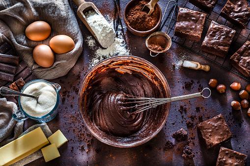 Batter - Food「Preparing chocolate brownies on kitchen table」:スマホ壁紙(15)