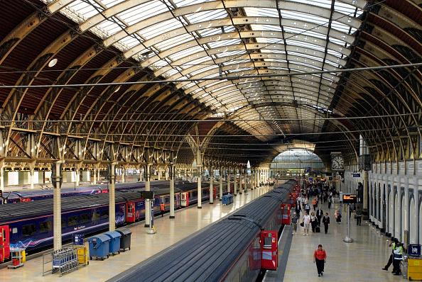 Ceiling「Paddington Railway Station, West London, UK」:写真・画像(2)[壁紙.com]