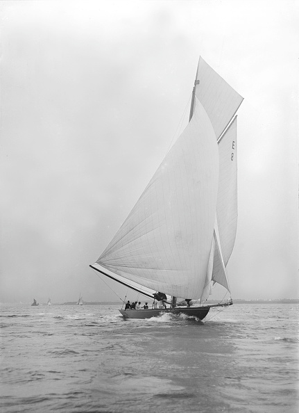 Cutting「Gold Medal Winner Rollo Races Downwind Under Spinnaker」:写真・画像(11)[壁紙.com]