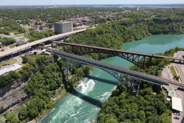 アメリカ合州国「Aerials of U.S.-Canada Border Along The Niagara River」:写真・画像(1)[壁紙.com]