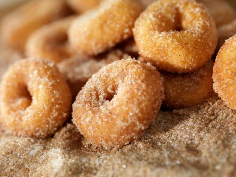 Sprinkling「Cinnamon and Sugar Mini Donuts」:スマホ壁紙(4)