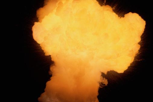 Fireball「Fire explosion in shape of large mushroom」:スマホ壁紙(9)
