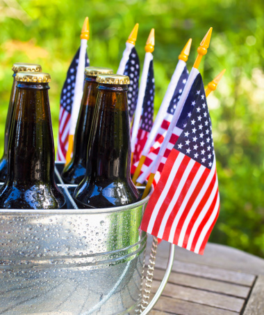 Fourth of July「Beer and American flags.」:スマホ壁紙(16)