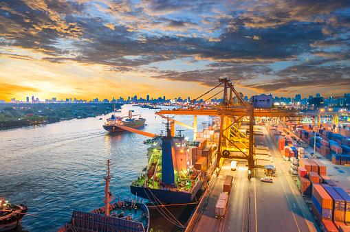 Ship「コンテイナーカーゴ貨物船にてクレーンブリッジシップヤード」:スマホ壁紙(16)