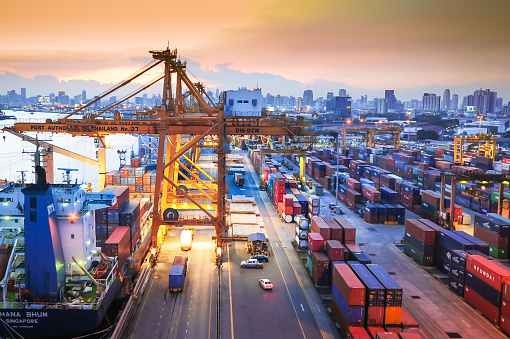Shipyard「Container Cargo freight ship with working crane bridge in shipyard」:スマホ壁紙(10)
