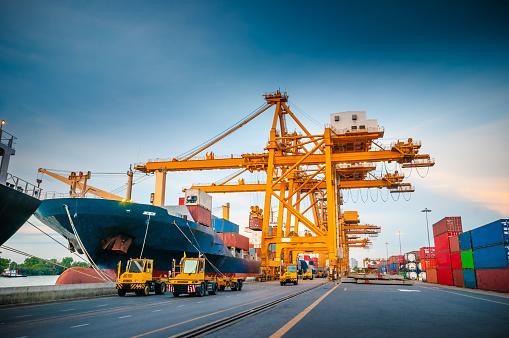 Ship「コンテイナーカーゴ貨物船にてクレーンブリッジシップヤード」:スマホ壁紙(19)