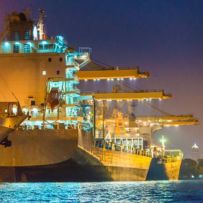 Ship「コンテイナーカーゴ貨物船にてクレーンブリッジシップヤード」:スマホ壁紙(0)