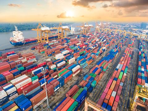 Ship「コンテイナーカーゴ貨物船にてクレーンブリッジシップヤード」:スマホ壁紙(4)