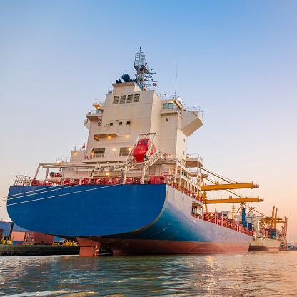 Ship「コンテイナーカーゴ貨物船にてクレーンブリッジシップヤード」:スマホ壁紙(10)