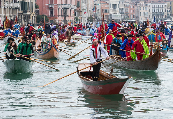 Tradition「Opening Of Carnival 2014 Along A Venice Canal」:写真・画像(13)[壁紙.com]