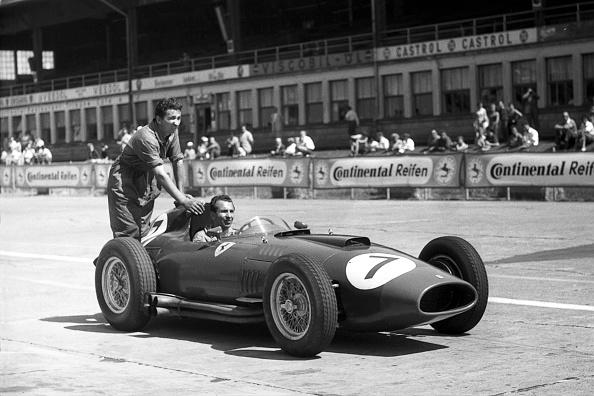 Mechanic「Ferrari 801, Grand Prix of Germany」:写真・画像(8)[壁紙.com]