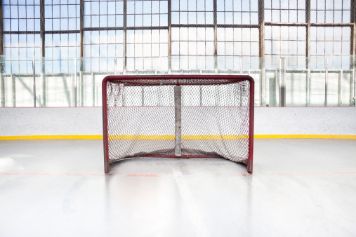 Wooden Post「Ice hockey net in an arena」:スマホ壁紙(15)