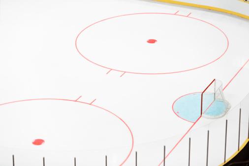 Sports Target「Ice hockey goal and empty rink.」:スマホ壁紙(15)