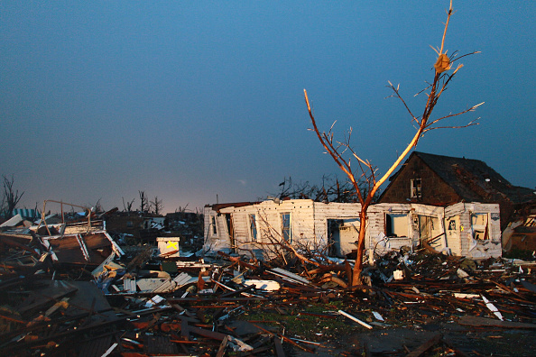 Missouri「Over One Hundred Dead As Major Tornado Devastates Joplin, Missouri」:写真・画像(12)[壁紙.com]