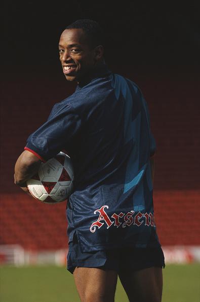 Soccer Uniform「Ian Wright models the new Nike Arsenal away kit 1995」:写真・画像(4)[壁紙.com]